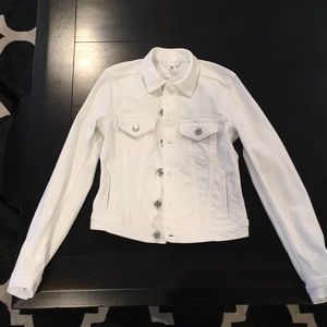 H&M's white jean jacket 0